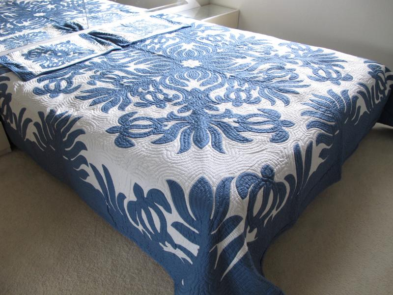 Sea Turtles-DB<br> 2 pillow shams included<br><font color=red>Super Fine Materials</font>